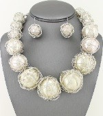 Wired Pearl Necklace Set 29.99-1819-White